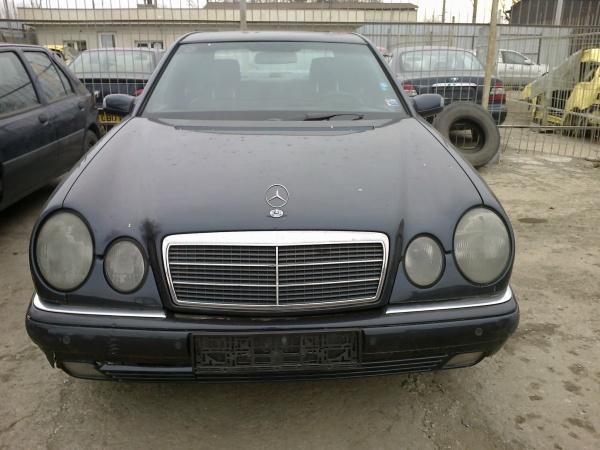 Mercedes E290 (14)