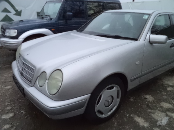 Mercedes E320 (31)
